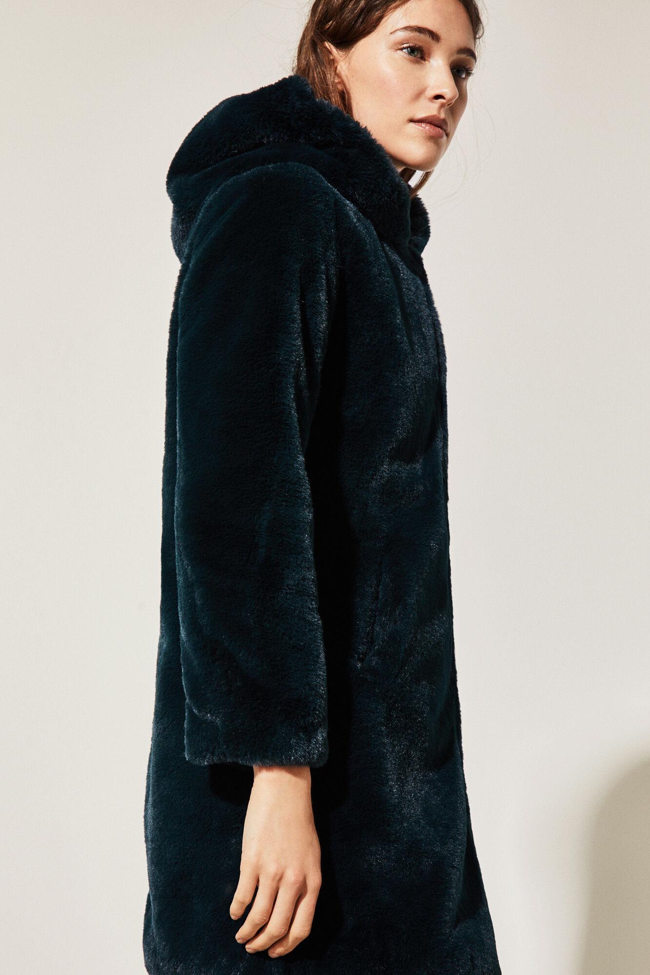 nuevo estilo e0984 a1ea5 Abrigo pelo con capucha – Revista de moda popular