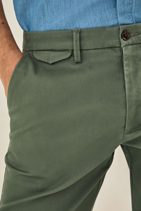 Cortefiel Pantalón chino canutillo regular fit Verde 181adf2f7281