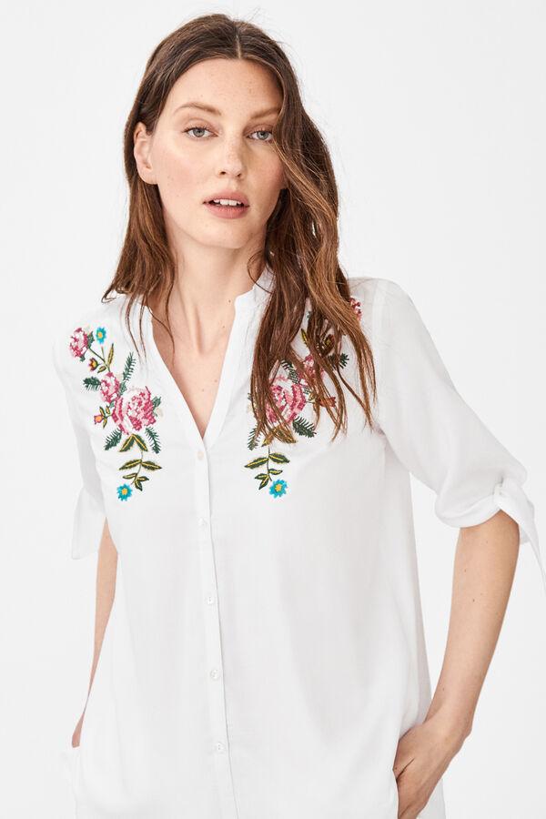 dd3088676 Cortefiel Camisa bordada vaquera Blanco
