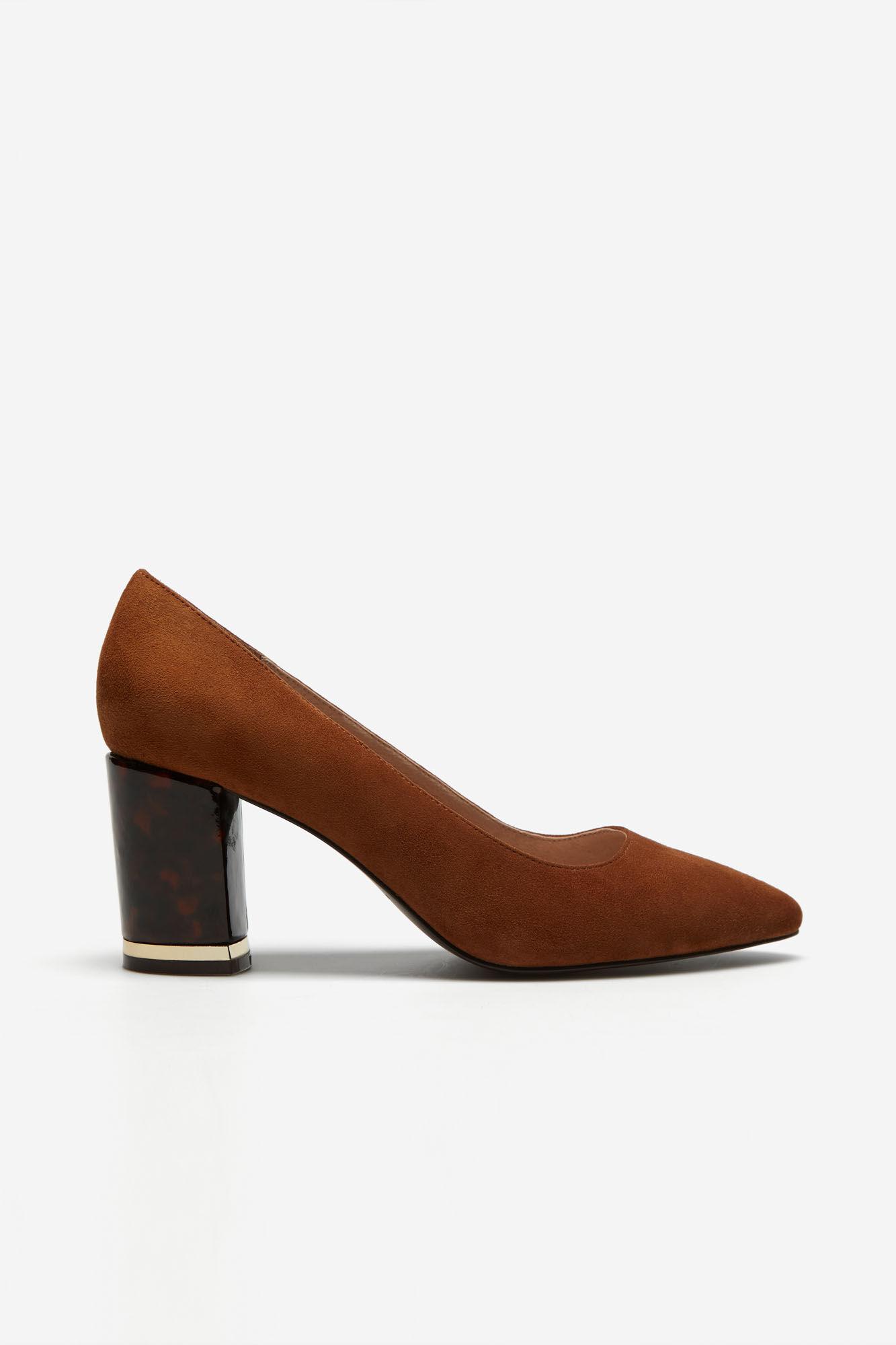 Sapato de pele com calcanhar estampado tartaruga
