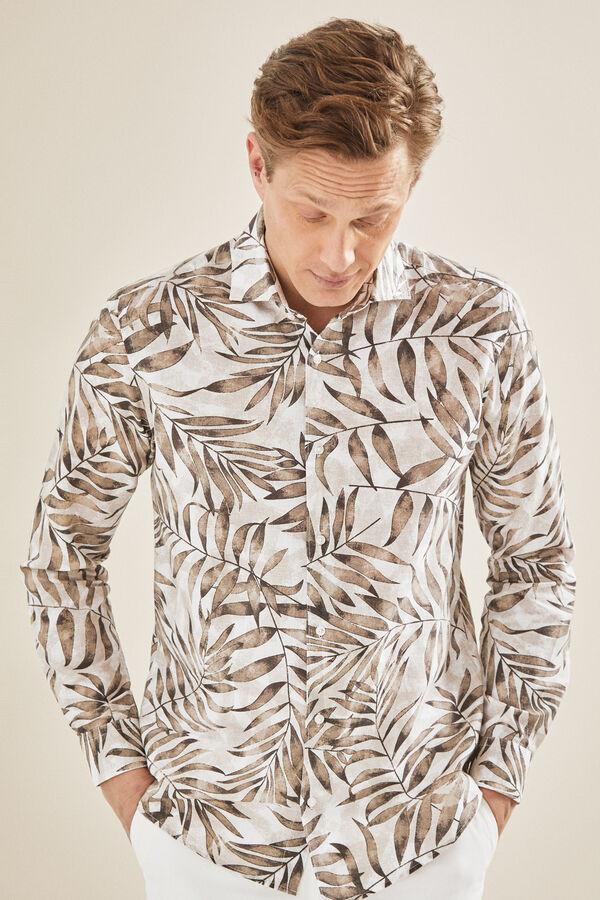 a4dd92ea06 + colores. Cortefiel Camisa estampado lino Beige
